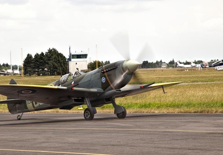 Agenturní zpráva a dokument o odhalení pomníku československým letcům RAF – The Winged Lion